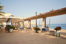 Good restaurants on the promenade