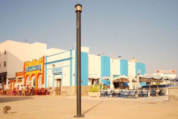 Several restaurants and bars on the promenade