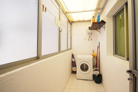 Washing machine and plenty of space to hang clothes